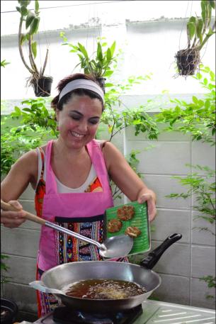 Ximena Olds - Chef Mena - Thai Food 2559-05-09 at 01.11.14