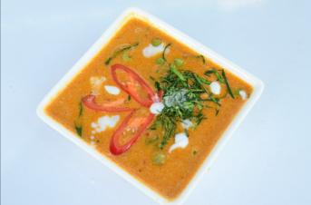 Ximena Olds - Chef Mena - Thai Food 2559-05-09 at 01.11.44