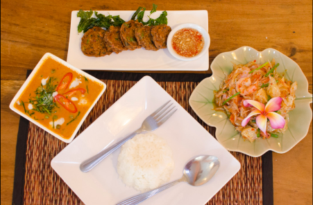 Ximena Olds - Chef Mena - Thai Food 2559-05-09 at 01.12.25