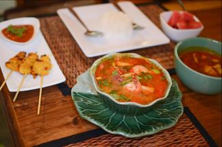 Ximena Olds - Chef Mena - Thai Food 2559-05-09 at 01.19.14